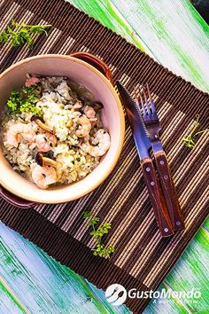 Green rice and prawns pilau recipe. Healthy and quick. Video included.