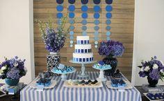 Linda essa festa de aniversário adulto com vários tons de azul em pantones diferentes. Fabiana Moura - Projetos Personalizados