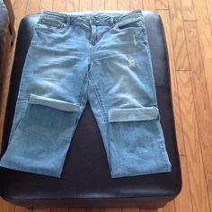 Simply Vera Wang Jeans Super cute. Stretchy. Style: roll cuff capri Jeans