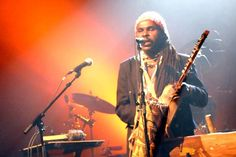 https://flic.kr/p/So2DhA | Francois Essindi en concert... | Armé le plus souvent d' instruments hérités de ses ancêtres Ekang, l'homme de Cultures s'abandonne à l'énergie des sons, des mots. La musique au corps, il laisse vibrer, danser en lui, Rythmes, Vibrations, sensations...   Alors, bien que Artiste Indépendant et Intermittent... Il monte ses propres projets en direction de son Cameroun Natal (Festivals, Concerts, mise sur pieds d'un Centre culturel à Sangmelima, Ateliers de formation…