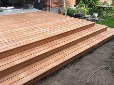 Jatoba terrasse - Både & Byg Deck, Backyard, Yard Ideas, Wood, Outdoor Decor, Porch, Tattoo, Home Decor, Gardens