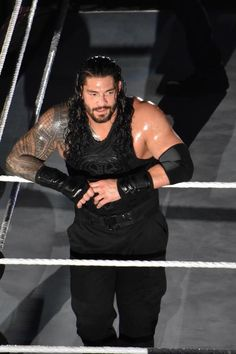Roman Reigns is sexy as hell ✨❤