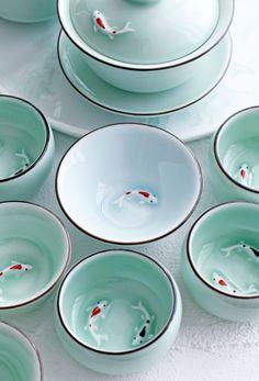コイがついている中国茶杯がお気に入り。|Lilyのお茶時間inSingapore Ceramic Cups, Ceramic Pottery, Ceramic Art, Pottery Sculpture, Sculpture Clay, Dining Ware, Chinese Tea, Tea Art, Polymer Clay Art