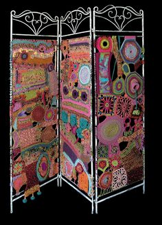 Around the internet crochet world........... First: From an Italian blog Daniela Cerri this free form crochet room divider/screen.  Wow lots of work done in that ! From what I can gather from the t...