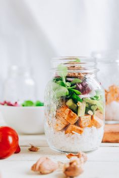 Whether you'll be hiking a mountain or throwing a casual barbecue with buds, this vegetarian make ahead mason jar salad is the perfect accompaniment. #foodprep Hot Beauty Health blog