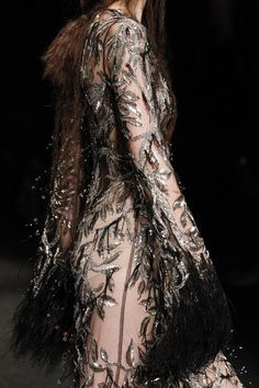 Alexander McQueen Fall 2017 Ready-to-Wear collection, runway looks, beauty, models, and reviews.