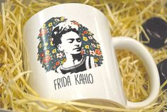Estande Mimu - Evento Minha Arte no MON  Kit caneca + bombons  #caneca #mug #presente #gift  #womanpower #girlpower #empoderamento #feminist #feminismo #poder #mulher #pintora #arte #frida #estande #pallet #decoração #bazar #ideia