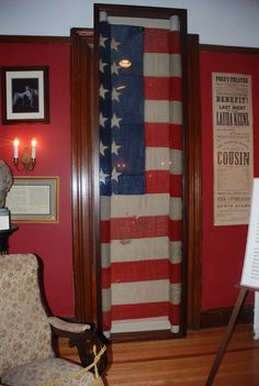 The Pocono mountains, PA is home to the famous, Lincoln Flag, which cradled Lincoln's head the night he was assassinated. It is displayed at the Pike County Historical Society! Abraham Lincoln Family, Lincoln Life, Mary Todd Lincoln, American Presidents, American Civil War, American History, American Flag, Civil War Flags, Lincoln Assassination