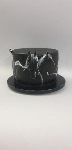 Silhouettes of horses - cake by iratorte Cakes For Men, Just Cakes, Cakes And More, Hand Painted Cakes, Horse Cake, Horse Birthday, Creative Cakes, Cake Cookies, Decoration