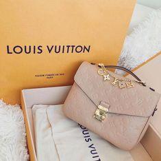 2019 New Louis Vuitton Handbags Collection for Women Fashion Bags have it Cheap Purses, Cute Purses, Cheap Handbags, Purses And Handbags, Popular Handbags, Cheap Bags, Handbags Online, Gucci Purses, Replica Handbags