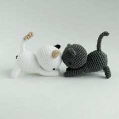 Playing Cats Crochet Amigurumi Pattern