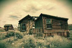 Bodie Ghost Town in California. Follow our US road trip adventures at www.facebook.com/baybreezin#bodie #bodiefoundation #bodiecalifornia #bodiestatepark #bodieghosttown #ghosttown
