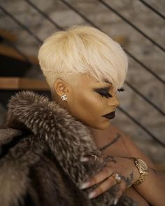 New Ideas Hair Color Blonde Platinum Bombshells Short Relaxed Hairstyles, Trendy Hairstyles, Short Sassy Hair, Short Hair Cuts, Short Blonde Pixie, Cortes Pixie Cut, Afro Blonde, Curly Hair Styles, Natural Hair Styles