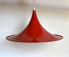 Polska oryginalna vintage lampa sufitowa wyprodukowana w latach 60. Lampa jest pozostawiona w stanie oryginalnym, nie…