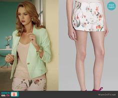 Petra's floral shorts on Jane the Virgin.  Outfit Details: http://wornontv.net/39218/ #JanetheVirgin
