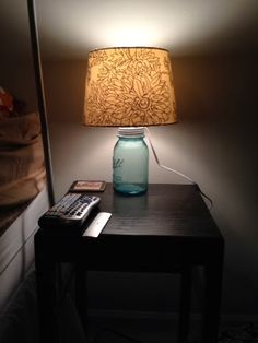 You can make anything with a simple mason jar – even a fully-functioning lamp!