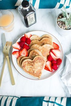 Heart Shaped Whole Wheat Banana Pancakes -- Perfect for a weekend breakfast in bed! Breakfast And Brunch, Mothers Day Breakfast, Breakfast Recipes, Romantic Breakfast, Valentines Breakfast, Breakfast Ideas, Breakfast Pancakes, Breakfast Quotes, Wedding Breakfast