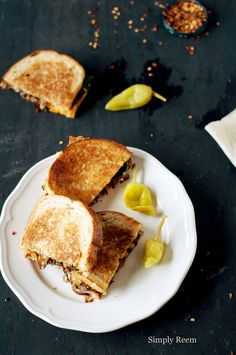 Grilled Cheese with Caramelized Onions and Spinach from Simply Reem + 4 other delicious recipes in this week's meal plan on Rainbow Delicious.