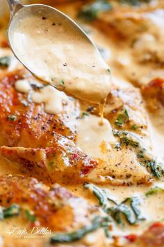 Creamy Tuscan Chicken packed with spinach and sun dried tomatoes in a thick and creamy parmesan garlic cream sauce! Like our Creamy Garlic Butter Tuscan Shrimp and Salmon recipes, this Creamy Tuscan Chicken recipe comes to you Low Carb Chicken Recipes, Healthy Dinner Recipes, Low Carb Recipes, Cooking Recipes, Jam Recipes, Crockpot Recipes, Healthy Food, Recipies, Creamy Tuscan Chicken Recipe