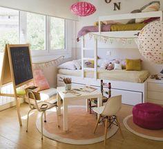 La interiorista y estilista Olga Gil-Vernet ha decorado la habitación de sus hijos con mucha creatividad para que den rienda suelta a la imaginación