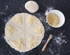 Gluteenittomat kinkku-juustosarvet | Himoleipuri 200 Calories, Food And Drink, Dairy, Gluten Free, Cheese, Glutenfree, Sin Gluten, Grain Free