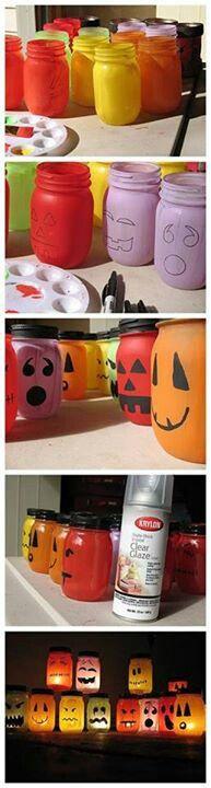 Glazen potjes beschilderen voor Halloween (midden/bovenbouw). Blanke lak erover, kaarsje erin en je heb een accessoire dat ieder jaar terug kan komen! (Worden de papa's en mama's vrolijk van haha!)