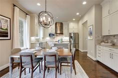 """Nestled in the heart of the prestigious """"04"""" neighborhood in a quiet area minutes from the most desirable city spots! 2807 Del Curto Rd #e, Austin, TX 78704"""