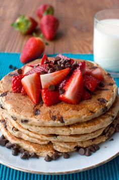 Chocolate Chip Oatmeal Pancakes with Strawberries - The Tough Cookie Peach Smoothie Recipes, Lassi Recipes, Breakfast Smoothie Recipes, Strawberry Smoothie, Smoothies, Chocolate Chip Pancakes, Oatmeal Pancakes, Chocolate Chip Oatmeal, Food Items