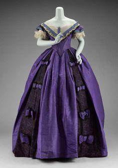 Victorian Dress - Woman's dress (in three parts) American, Jessie Benton Fremont, American Museum of Fine Arts Boston Civil War Fashion, 1800s Fashion, 19th Century Fashion, Victorian Fashion, Vintage Fashion, 18th Century, Antique Clothing, Historical Clothing, Vintage Gowns