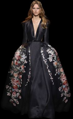 ELIE SAAB - Haute Couture - Fall Winter 2015-2016 www.lab333.com www.facebook.com/pages/LAB-STYLE/585086788169863 http://www.lab333style.com https://instagram.com/lab_333 http://lablikes.tumblr.com www.pinterest.com/labstyle