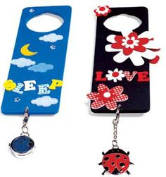 Make personalized doorknob signs to let everyone know you have your own space. Use foam shapes, jewels, fun key chains, and your imagination. Diy Crafts For Girls, Bible Crafts For Kids, Cute Crafts, Diy For Kids, Teen Crafts, Teen Bedroom Crafts, Teen Bedroom Designs, Door Knobs Crafts, Hanger Crafts
