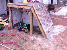 How to build a playground set for cheap legeplads ideer, havearbejde, børne Kids Outdoor Play, Outdoor Play Spaces, Kids Play Area, Backyard For Kids, Outdoor Toys, Outdoor Fun, Play Areas, Backyard Ideas, Pallet Playground