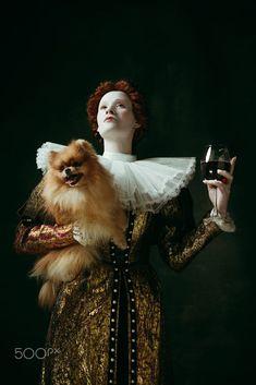 the tudor age, elizabethan costume portrait Elizabethan Costume, Dark Portrait, Dark Green Background, Green Backgrounds, Young Women, Portrait Photography, Medieval, Vintage Outfits, Fine Art