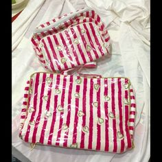 Victoria's Secret set of 2 Beach makeup bags 2 waterproof bags clear  waterproof material over pink. Bag 9 X 6 X 5, larger one laying flat 13 X 9 expands to 3 Victoria's Secret Bags Cosmetic Bags & Cases
