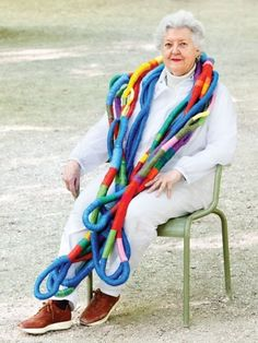 Textiles legend Sheila Hicks Sheila is an artist who works with fiber, line, and color. portrait by Giulia Noni Art Fibres Textiles, Textile Fiber Art, Textile Artists, Sculpture Textile, Sheila Hicks, Ideas Joyería, Yarn Bombing, Textile Jewelry, Jewellery