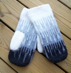 Knitted Mittens Pattern, Knit Mittens, Knitting Socks, Knitting Patterns, Gudrun, How To Purl Knit, Yarn Projects, Diy Clothing, Yarn Needle