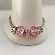 Bracelet charm's avec perles de cristal  et ruban rose  réf 763 de la boutique perlesacoco sur Etsy