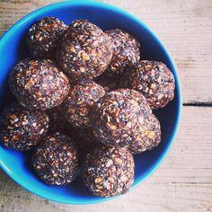 Chia-power-balls! // FODMAP-vennlig snadder! Sjoko-peanøttsmør-havregryn-chiafrø kuler.