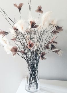 Feather Diy How To Make – feather diy Shabby Chic Centerpieces, Vases Decor, Vase Arrangements, Feather Crafts, Deco Table, Decoration Table, Dried Flowers, Flower Decorations, Beautiful Flowers