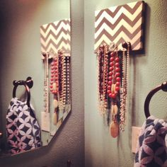 Jewelry Holder: Canvas/piece of wood covered with wall paper and add knobs Cute Crafts, Diy And Crafts, Arts And Crafts, Party Crafts, Do It Yourself Inspiration, Jewelry Holder, Diy Jewelry, Necklace Holder, Simple Jewelry