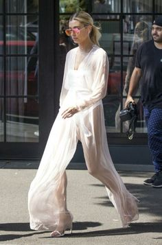 organza jumpsuit Daily Fashion, Fashion News, Fashion Outfits, Hailey Baldwin Style, Outfit Look, Model Street Style, Dress Me Up, Spring Summer Fashion, Celebrity Style
