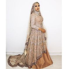 What do you girls think of this bridal dress @amnahussainmua picked from @zarkanoflondon did you girls guess the colour I know a lot of you said it may be cream and navy, btw these gowns are so heavy I don't know how you beauties walk in them with high heels 🙌🏽 I rate you Gurls, Must admit I did feel like a princess in this dress 🙈