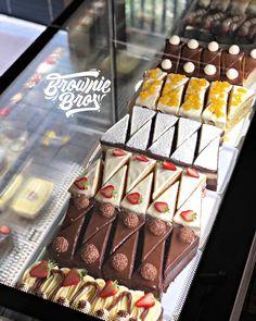 Cupcake shop interior, brownie shop, buttercream fondant, little cakes, pat Cupcake Shop Interior, Bakery Interior, Cake Shop Design, Bakery Design, Cupcake Shops, Cupcake Cakes, Brownie Shop, Boutique Patisserie, Bakery Cafe