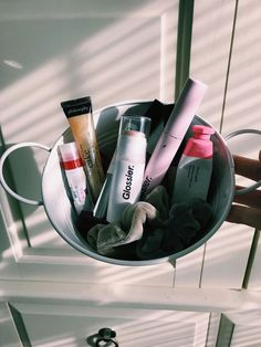 Glossier pretty beauty essentials - Hair and Beauty eye makeup Ideas To Try - Nail Art Design Ideas Beauty Care, Beauty Skin, Beauty Makeup, Beauty Hacks, Lip Care, Body Care, Pinterest Makeup, Aesthetic Makeup, Skin Makeup