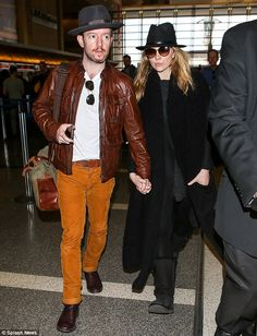 Undercover! The award-winning actress kept concealed with tortoise shell shades and a blac...
