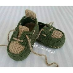 Crochet Baby Sneakers by Croby Patterns - Salvabrani How to Crochet Cuffed Baby Booties - Crochet Ideas This pin was discovered by ann – Artofit Image gallery – Page 516577019755853511 – Artofit Baby Boy Booties, Baby Girl Sandals, Crochet Baby Sandals, Crochet Shoes, Crochet Baby Booties, Baby Girl Shoes, Crochet Wrap Pattern, Crochet Patterns, Baby Knitting Patterns
