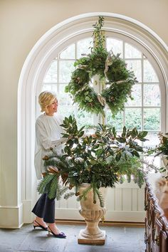 Interior designer Jane Schwab in her garden room. Photography by Laurey W. Glenn Interior designer Jane Schwab decks the halls of her classic Charlotte, North Carolina, home to create celebration-worthy spaces that are as inviting as they are elegant Simple Christmas, White Christmas, Christmas Home, Christmas Holidays, Christmas Wreaths, Christmas Crafts, Merry Christmas, Christmas Decorations, Natural Christmas