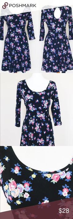 "Lauren Conrad fit and flare floral dress In great condition. 95% cotton 5% spandex. Waist 30"" around, bust 38"" around laying flat & will stretch more. Length 37"". A1 LC Lauren Conrad Dresses Midi"