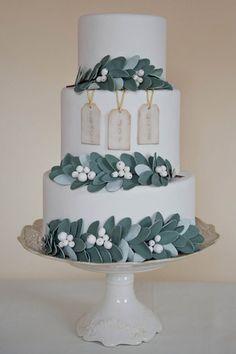 mistletoe wedding cake winter wedding