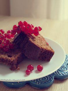 Trufa blanca: Bizcocho de harina de castañas y teff con grosellas